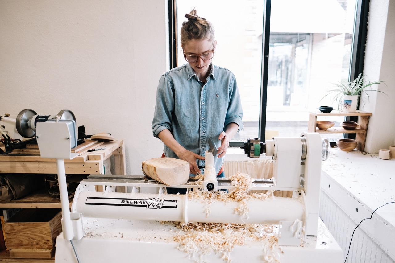 Jess Hirsch at the lathe preparing to turn a bowl